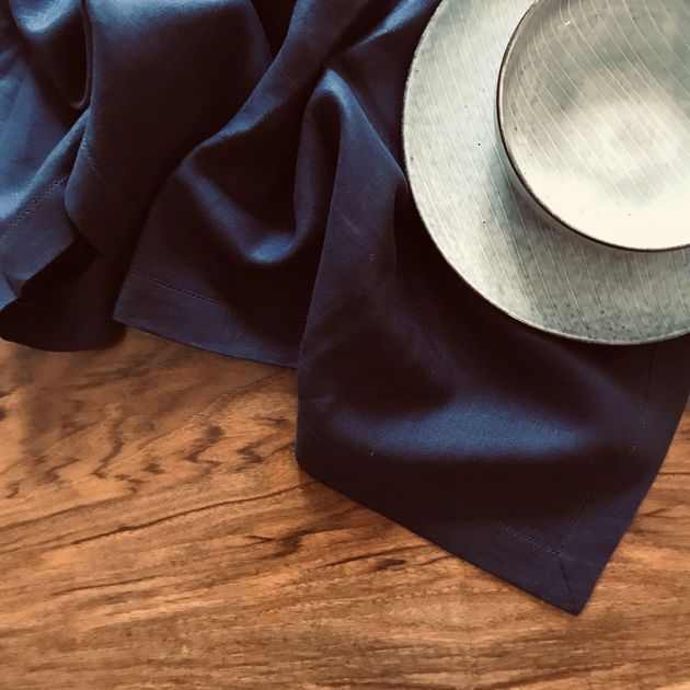 342 - Colourful table linen dark blue